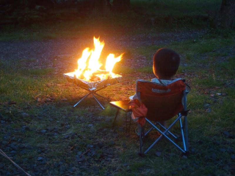 【DIYオススメ】焚火の上でバーベキュー・ダッチオーブンできちゃう?トライポッドより便利な 変形クワトロポッド